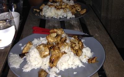 Riz au poulet sauce miel sésame