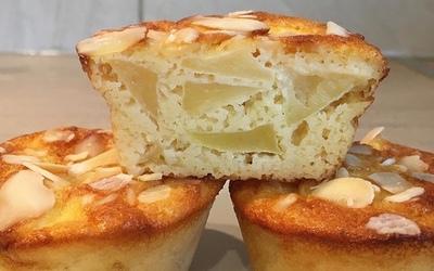 Minis gâteaux de semoule poires-amandes effilées