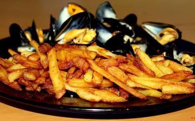 Moules marinières & frites à la fleur de sel