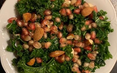 Salade de chou kale à la grenade