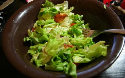 Salade au chèvre chaud et au miel