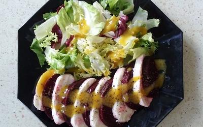 Salade betterave et mozzarella sauce moutarde miel