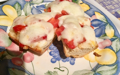 Tomates mozzarella pain au four