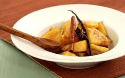 pôelée  d'ananas  épicée au rhum et sucre roux