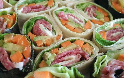 Roulés frais aux légumes et salami
