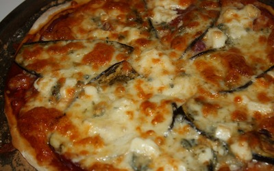 pizza à l'aubergine grillée