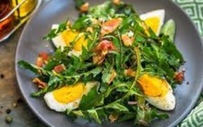 salade de pissenlit, lardons , pommes de terre