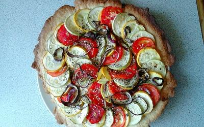 Tarte de l'été aux courgettes, tomates et oignon !