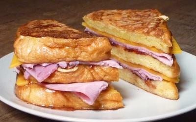 Sandwich de pain perdu