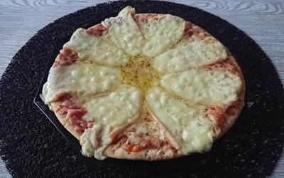 Pizza aux 2 fromages de mon fils