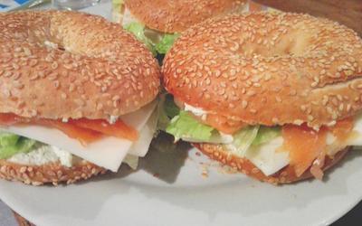 Baggels au saumon fumé et fromage à l'ail