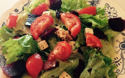 Salade Fromage, Tomates, Betteraves, Miel. *