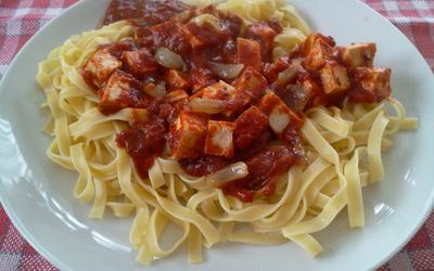 Pâtes à la sauce tomate et au tofu