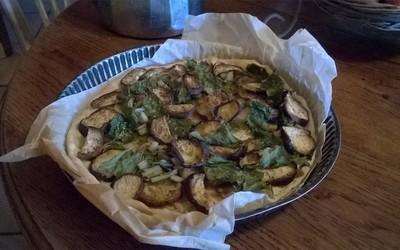 Pizza sucrée aux aubergines grillées et blettes