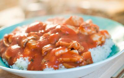 Poulet à la tomate et riz