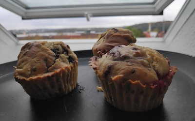 muffins banane, framboises et chocolat blanc