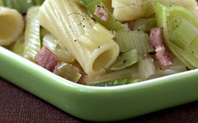 Salade de pâtes, poireau et lardons