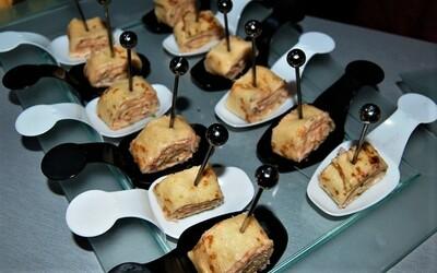 Mini rouleaux de crêpes au tarama