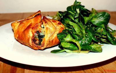 Feuilleté au chèvre et aux épinards & salade