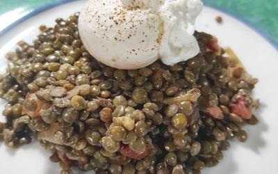 Lentilles, lardons & oeuf poché