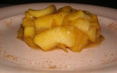 Pomme tiède au caramel au beurre salé