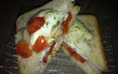 Croque mozza à la tomate