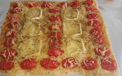 Pizza rapide tomates cerises et chèvre