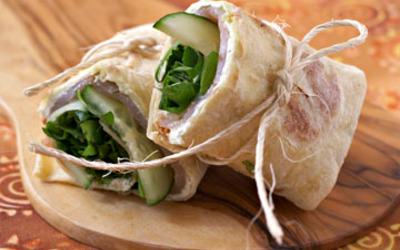 Wraps saumon fumé, concombre et fromage frais