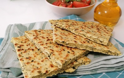 Kesra (galette fine aux herbes)
