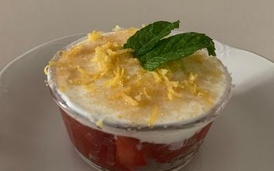 Compote fraises-rhubarbe sous son nuage de skyr