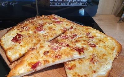 Pizza maison - pâte à la machine à pain