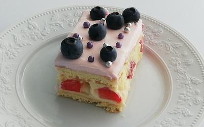 Gâteau  à la fraise et myrtille