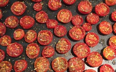 Tomates cerise confites au four