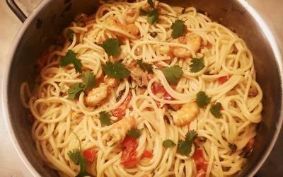 Spaghetti aux crevettes marinées/poivron/coriandre