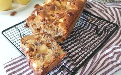 Cake aux pommes, miel, noix et cannelle