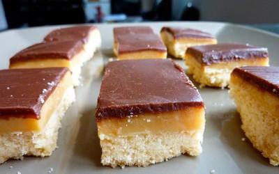 Sablés au caramel et chocolat