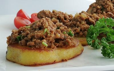 Viande hachée sur lit de pommes de terre