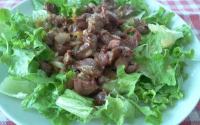 Salade tiède de foies de volaille