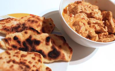 Poulet au poivron rouge et cheese naans