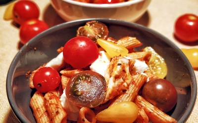 Pâtes sauce tomate, mozzarella et basilic