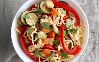 Nouilles aux légumes et poulet