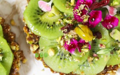 Tartelette sans cuisson aux pistaches et kiwi
