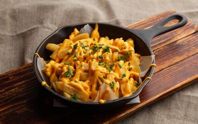 Frites sans friteuse et sauce cheddar