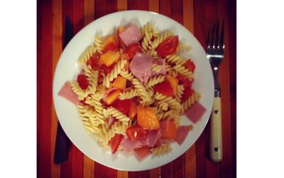 Salade sucrée-salée pâtes/melon/jambon/tomate