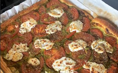 Tarte tomate, chèvre et pesto