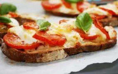 bruschetta tomate - mozza  facile