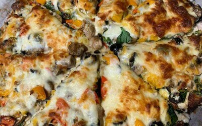 Pizza poivrons, olives, champignons et fromage