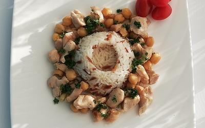 Riz pilav et poulet aux pois chiches