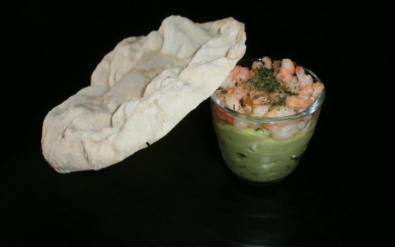 Verrine de crevettes sur crème d'avocat