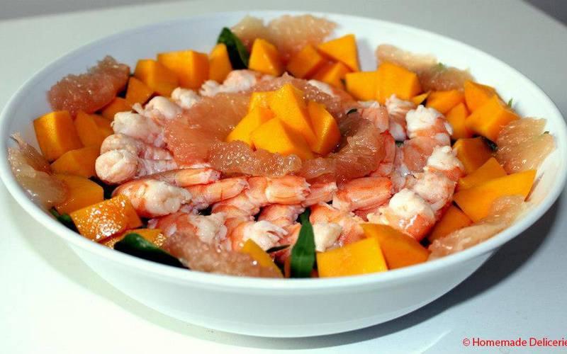 Salade aux crevettes, mangue & pamplemousse
